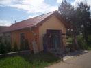 Natažení fasáda garáže oranžovou omítkou JUB